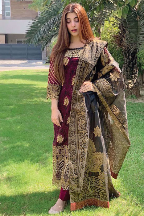 Picture of The glamorous Urwa Hocane keeps it classy in our fiery 'Riwayat'