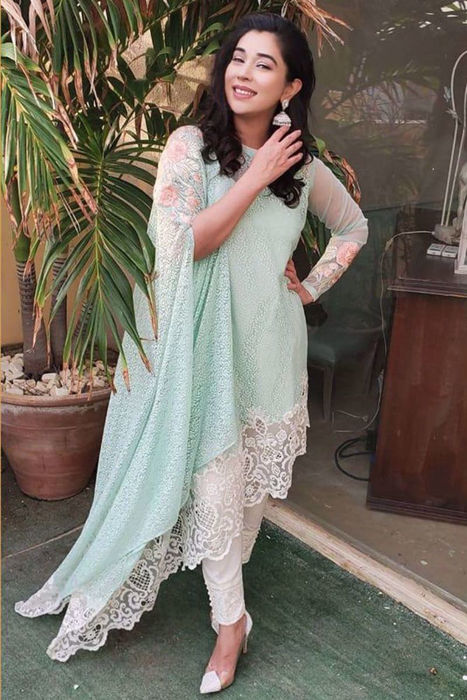 Picture of The fabulous @komalrizviofficial strikes a pose in our pret design 'bahaar'.