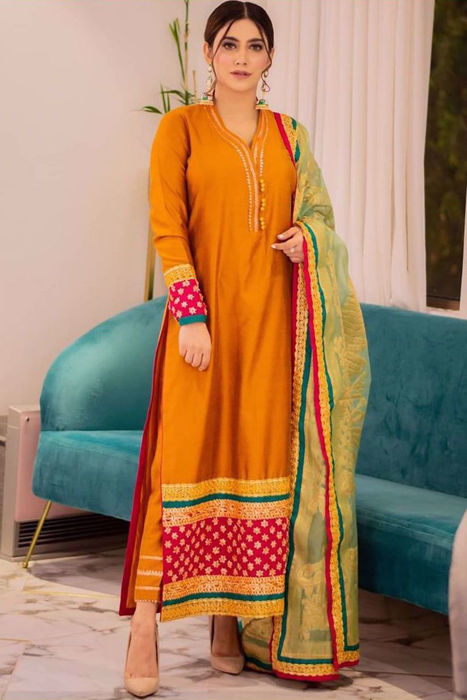 Picture of Style star Hira Attique in our Rusty Primrose design is giving some severe fashion goals!