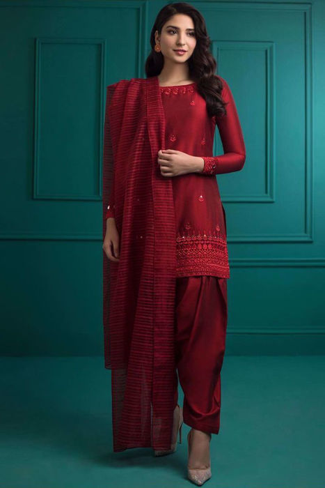 Picture of Ramsha Khan is glowing in this beautiful red outfit Akss