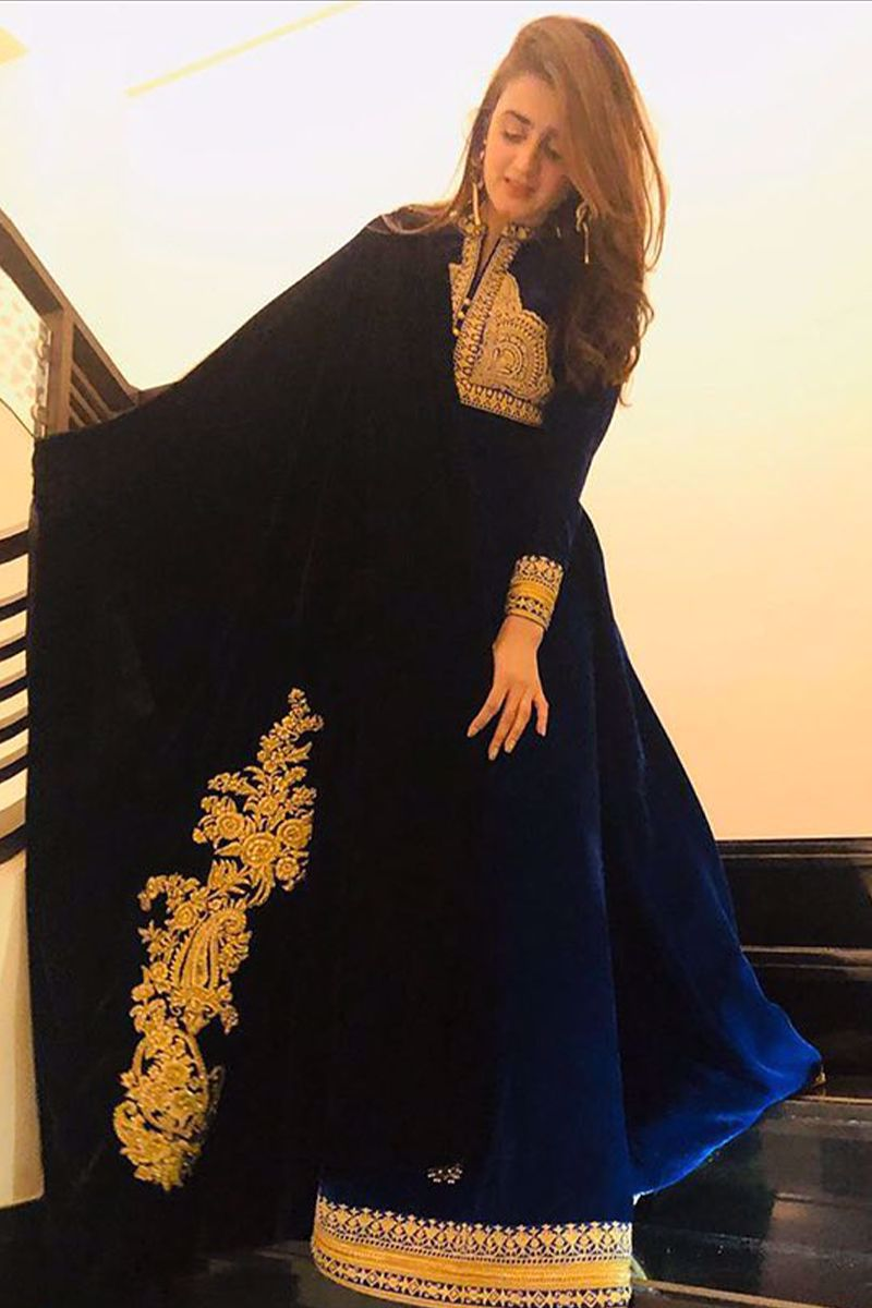 Hira Mani looks breathtakingly beautiful in our customised velvet formal gown paired with shawl