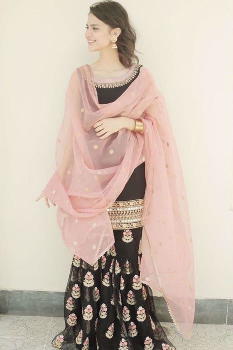 Picture of @MadihaImam looking beautiful in this traditional yet glamorous outfit from our Intimate Weddings Collection.