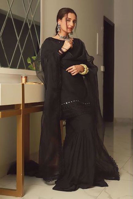 Picture of Exquisite in Black! @momal15 in customised Aks design and isnt she looking fabulous!